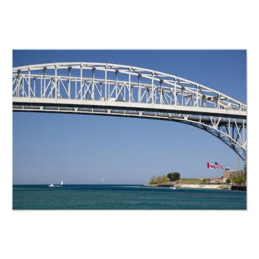 El puente del agua azul es un puente 2 del gemelo- fotografía