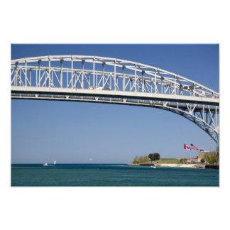 El puente del agua azul es un puente 2 del gemelo- fotografías
