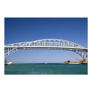 El puente del agua azul es un puente del gemelo-pa cojinete