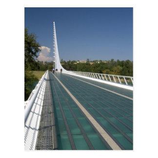 El puente del reloj de sol en la bahía de la postal