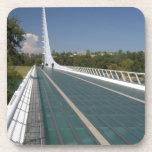 El puente del reloj de sol en la bahía de la tortu posavasos de bebidas