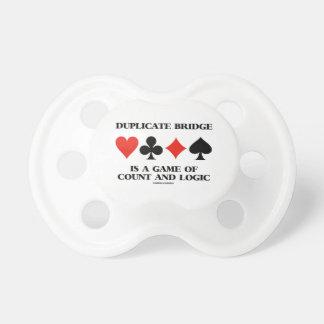 El puente duplicado es un juego de la cuenta y de chupetes de bebe