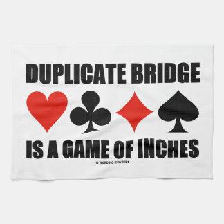 El puente duplicado es un juego de pulgadas toallas de mano