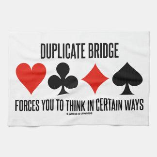 El puente duplicado le fuerza a pensar en seguro toallas de cocina