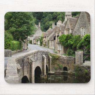 El puente en el castillo Combe, Reino Unido Mouse Pad