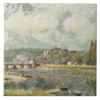 El puente en Sevres, c.1877 (aceite en lona) Azulejo Cuadrado Grande