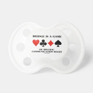 El puente es un juego de las reglas específicas de chupete