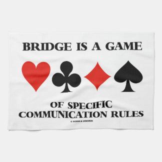 El puente es un juego de las reglas específicas de toallas