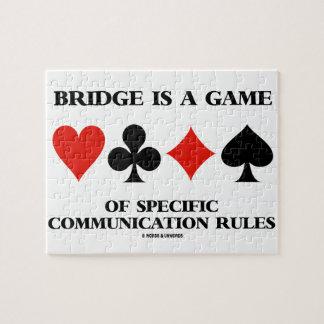 El puente es un juego de las reglas específicas de puzzle con fotos