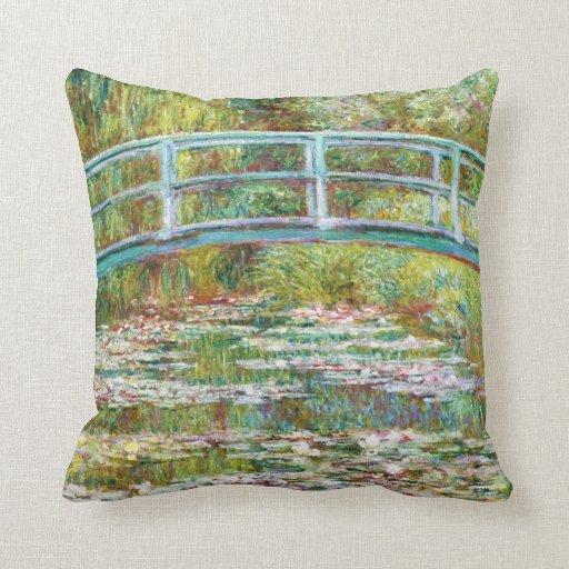 El puente japonés Claude Monet 1899 Cojín Decorativo