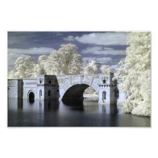 El puente magnífico en infrarrojo, palacio de fotografía