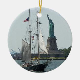 El puerto de New York City Solo-Echó a un lado Adorno Redondo De Cerámica