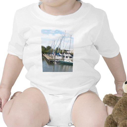 El puerto deportivo traje de bebé