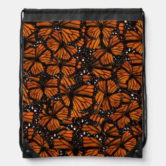 El pulular de las mariposas de monarca mochilas