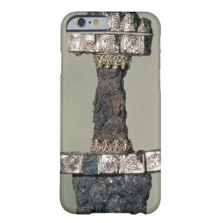 El puño de una espada de Viking encontró en Funda De iPhone 6 Barely There