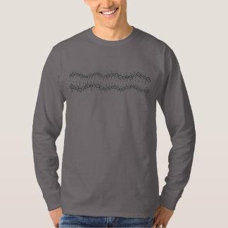 El punto doble alinea la camiseta larga de la playeras