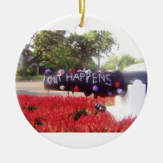 El punto sucede ornamento del navidad adorno navideño redondo de cerámica