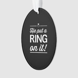¡Él puso un anillo en él!