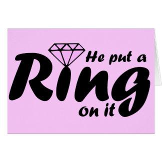 Él puso un anillo en él - para que la novia sea felicitacion