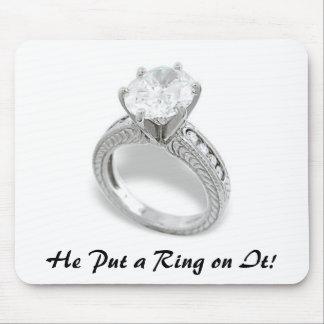 Él puso un anillo en It Save la fecha Tapete De Ratones