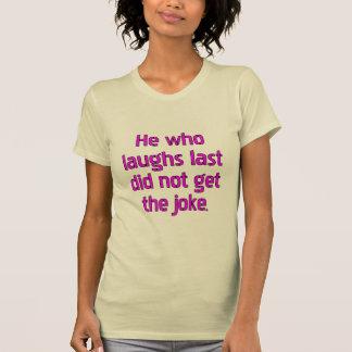 Él que ríe por último no consiguió la broma playera