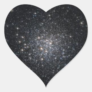 El racimo globular M72 protagoniza el espacio Calcomanía Corazón Personalizadas