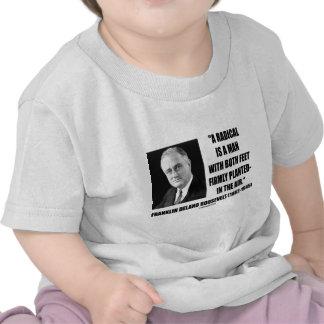 El radical es un hombre con aire firmemente planta camisetas