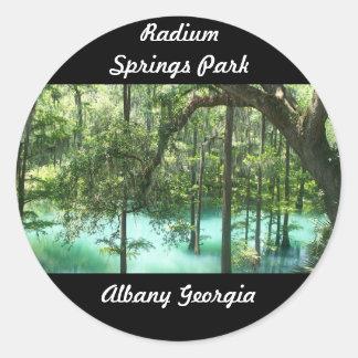 El radio salta parque Albany GA. La ciudad de la Pegatina Redonda