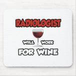 El radiólogo… trabajará para el vino tapetes de ratón