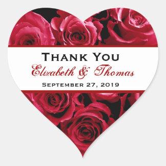 El ramo de los rosas rojos le agradece boda pegatina en forma de corazón
