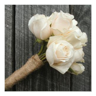 El ramo del rosa blanco y el boda de Barnwood Comunicado
