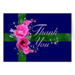 El ramo rosado de la flor le agradece las tarjetas