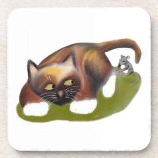 El ratón cosquillea el gatito posavasos