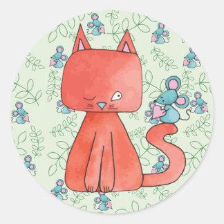 El ratón lindo ama el gato del gatito pegatina redonda