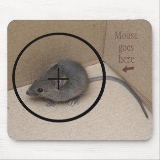 El ratón va aquí alfombrilla de ratón