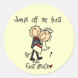El recién casado primero baila las camisetas y los pegatina redonda