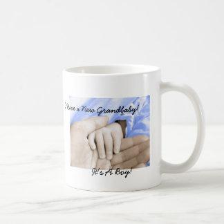 ¡El regalo de la diva para nuevo Abuelo-es un much Taza Básica Blanca