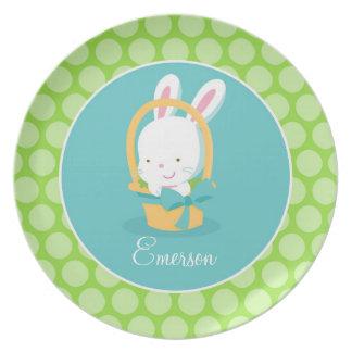 El regalo de pascua del conejito de los niños platos