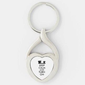El regalo de Woodturning guarda calma y gira el Llavero Plateado En Forma De Corazón