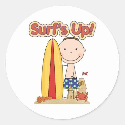 El regalo que practica surf ascendente de la pegatina redonda
