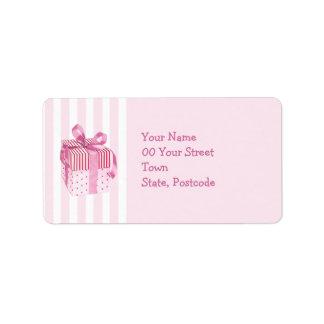 El regalo rosado raya la etiqueta de dirección