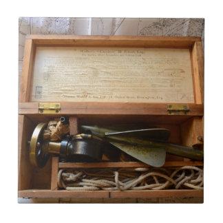 El registro de nave antiguo azulejo cuadrado pequeño