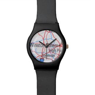 El reloj con el mapa de Winston-Salem NC elige col