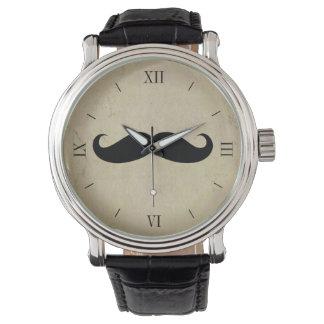 El reloj de los hombres del bigote del vintage