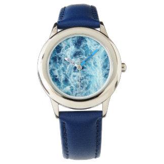 El reloj del niño del mar que remolina