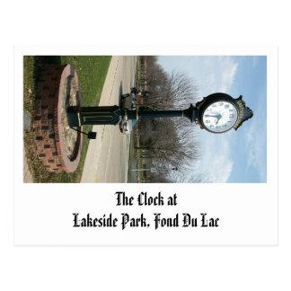El reloj en el parque de la orilla del lago, Fond Tarjetas Postales