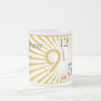 El reloj pega doce - taza de café