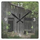 El reloj viejo del granero de Jim personaliza
