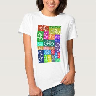 El remiendo monta en bicicleta arte poleras