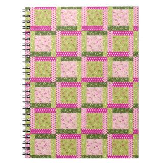 El remiendo verde rosado bonito ajusta el modelo d libro de apuntes